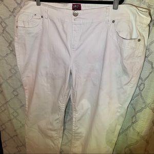 Torrid White Jeans size 28